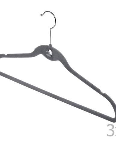 Sada 3 sivých vešiakov so zárezmi a nohavicovou tyčou Domopak Velvet