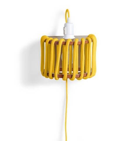 Žltá nástenná lampa s drevenou konštrukciou EMKO Macaron, dĺžka 20 cm